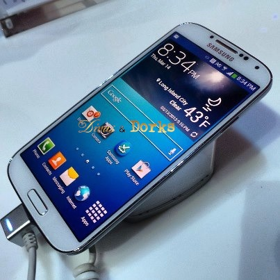 Samsung Galaxy S4 - Unpacked, Hands Free and Hands On (Video)