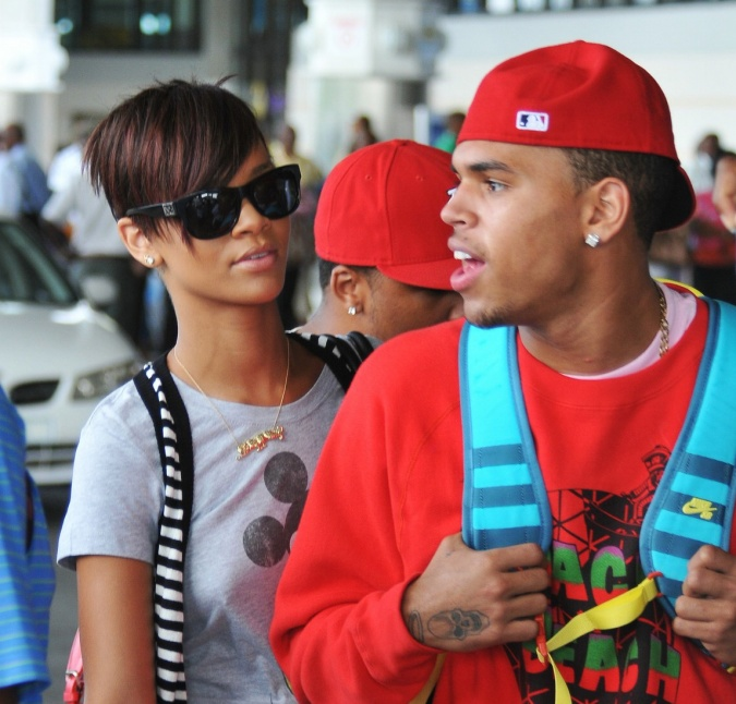 rihanna-pregnant-with-chris-browns-baby-full-view-img-1 (2)