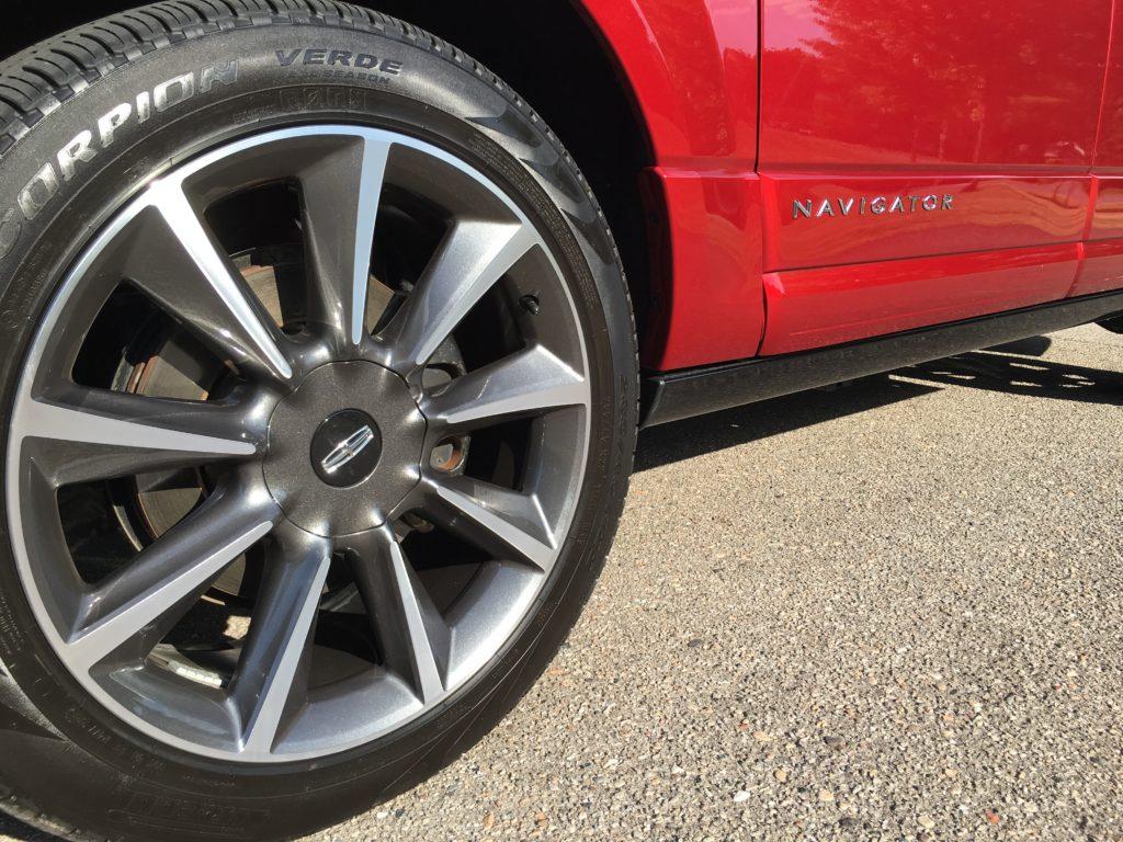 2016 Lincoln Navigator tire