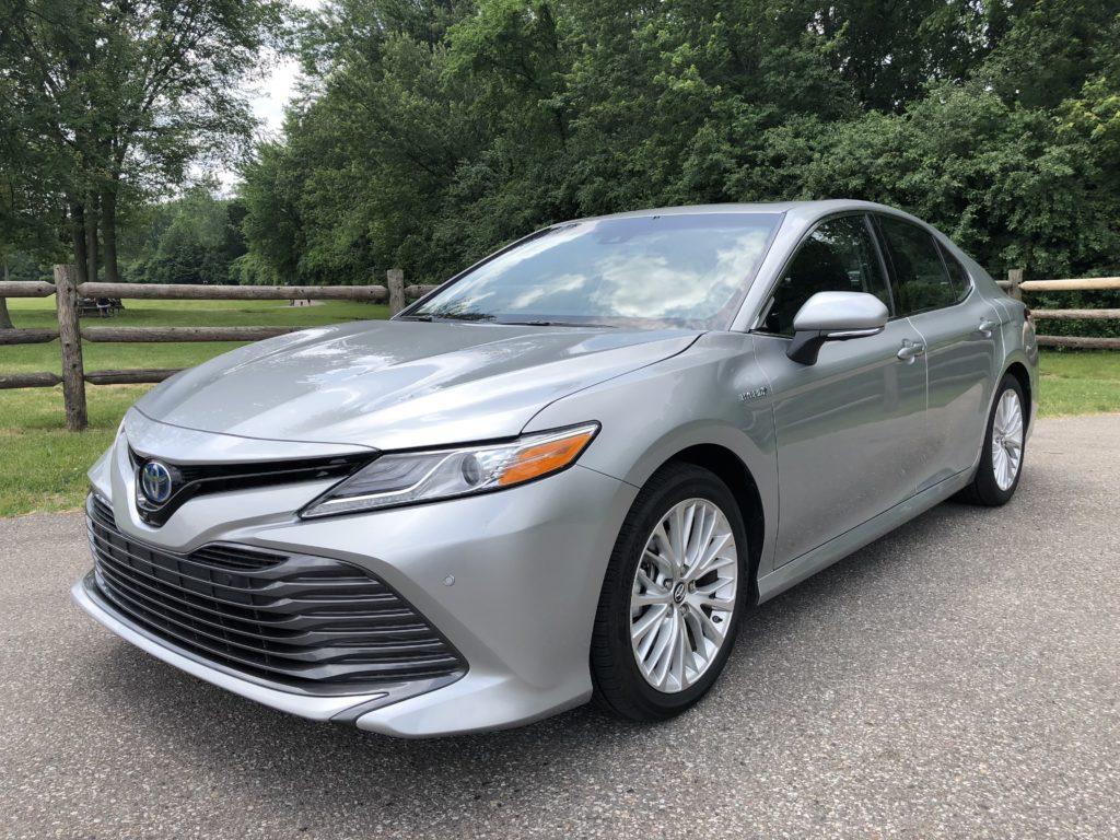 2018 Toyota Camry Hybrid XLE exterior